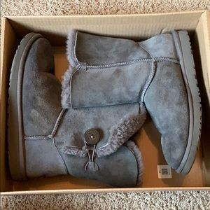 Short Grey bailey button uggs!